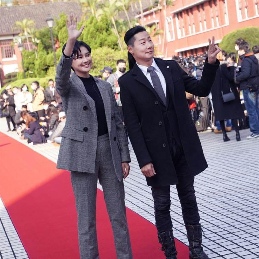 立法院長投票,賴品妤(左)意外獲得一票。(圖/摘自賴品妤臉書)