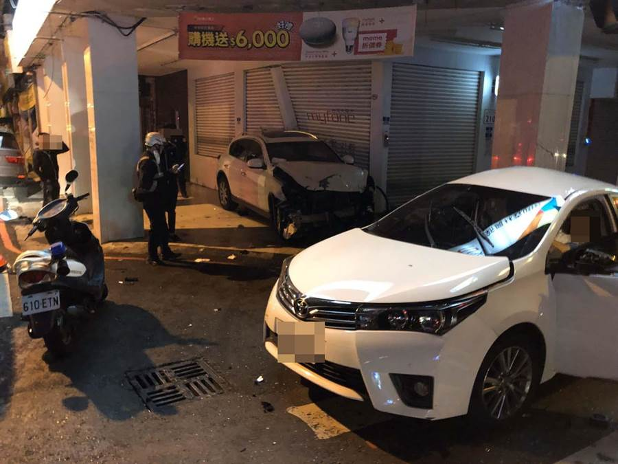 高雄19歲黃姓男子駕駛休旅車闖紅燈,撞上轎車奪走1條性命。(新興分局提供/柯宗緯高雄傳真)