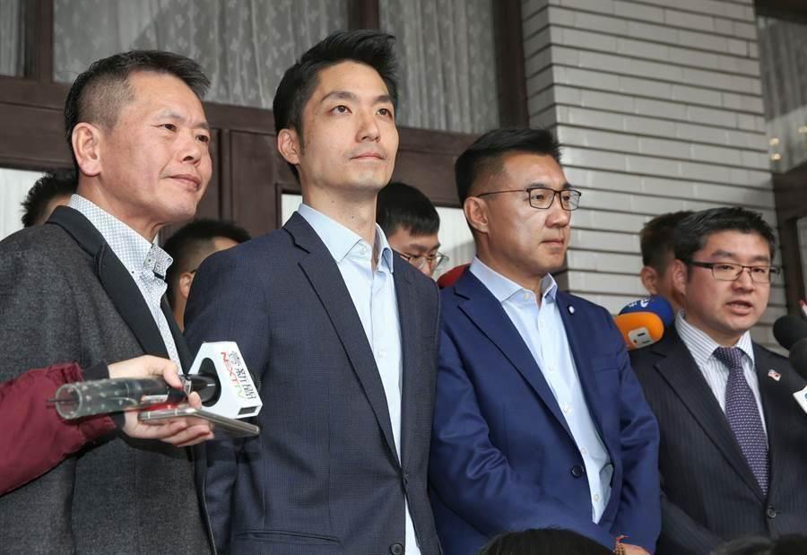 國民黨青壯派包括立委蔣萬安(左二起)、立委江啟臣、台北市議員徐弘庭和立委林為洲(左一)。(資料照片,王英豪攝)