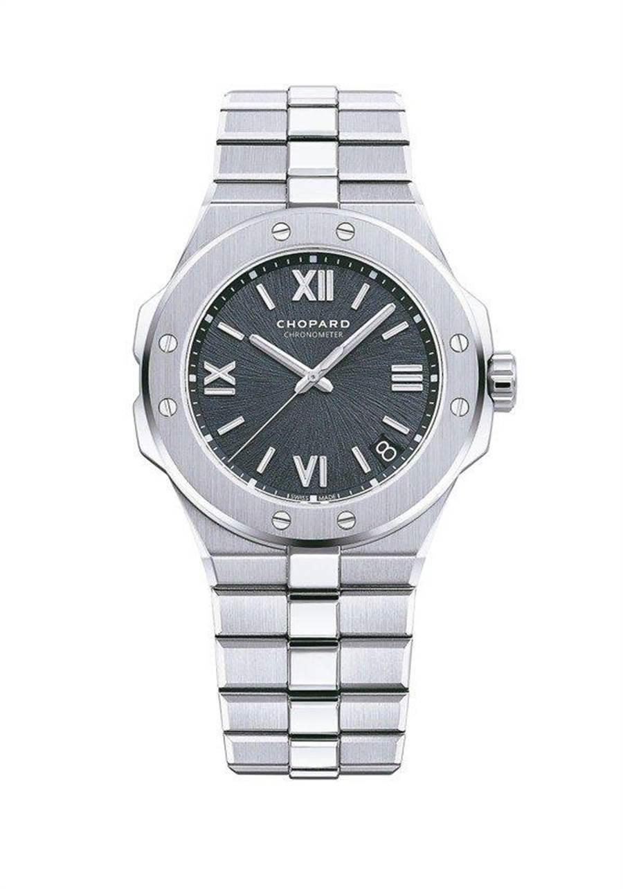 在劇中多次出現關鍵證物的蕭邦Alpine Eagle系列腕表,精鋼表殼搭配鐵灰色表盤,42萬8000元。(Chopard提供)