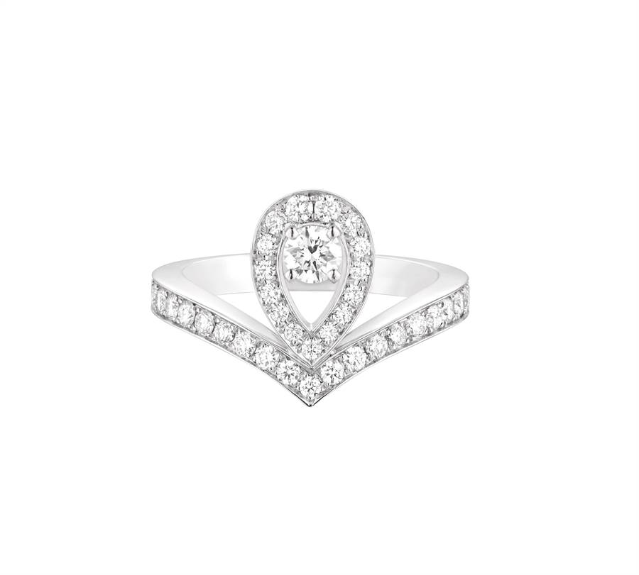 CHAUMET的經典Josephine Aigrette系列白金鑽戒,27萬5000元起。(CHAUMET提供)