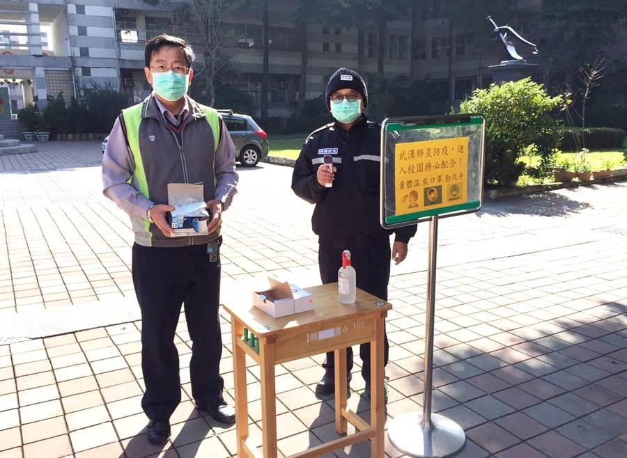 台中市各級校園全面加強肺炎防疫措施,包括發放口罩、量體溫等。(台中市政府教育局提供/陳世宗台中傳真)