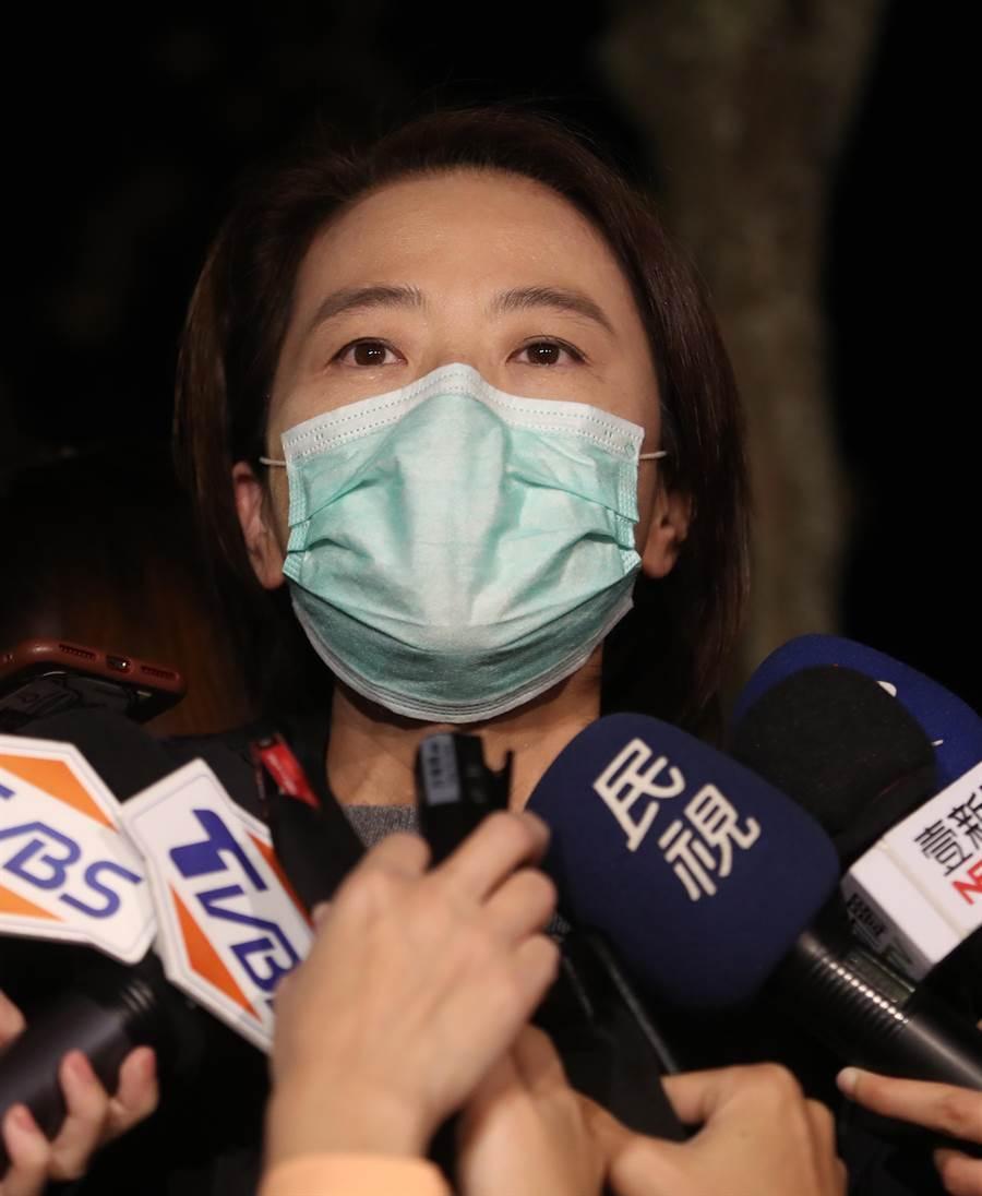 台北市政府3日上午開會決定,台北市中小學課輔明(4日)起停止上課。(劉宗龍攝)