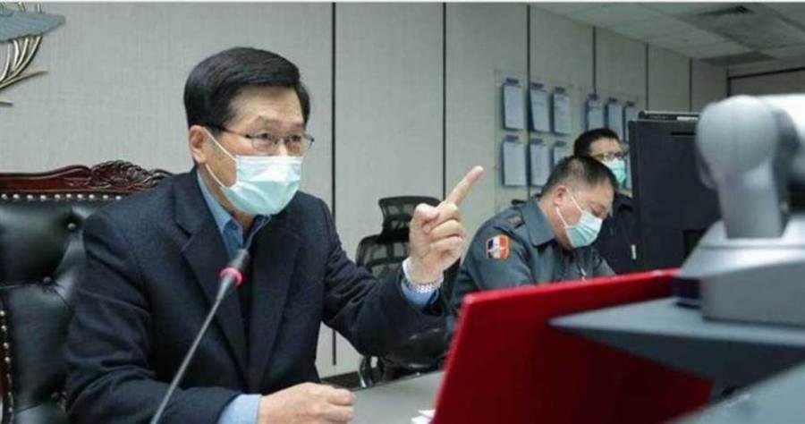 國防部在中央疫情指揮中心指揮下,上午已陸續投入官兵健助口罩工廠協助加速生產。(軍聞社提供)