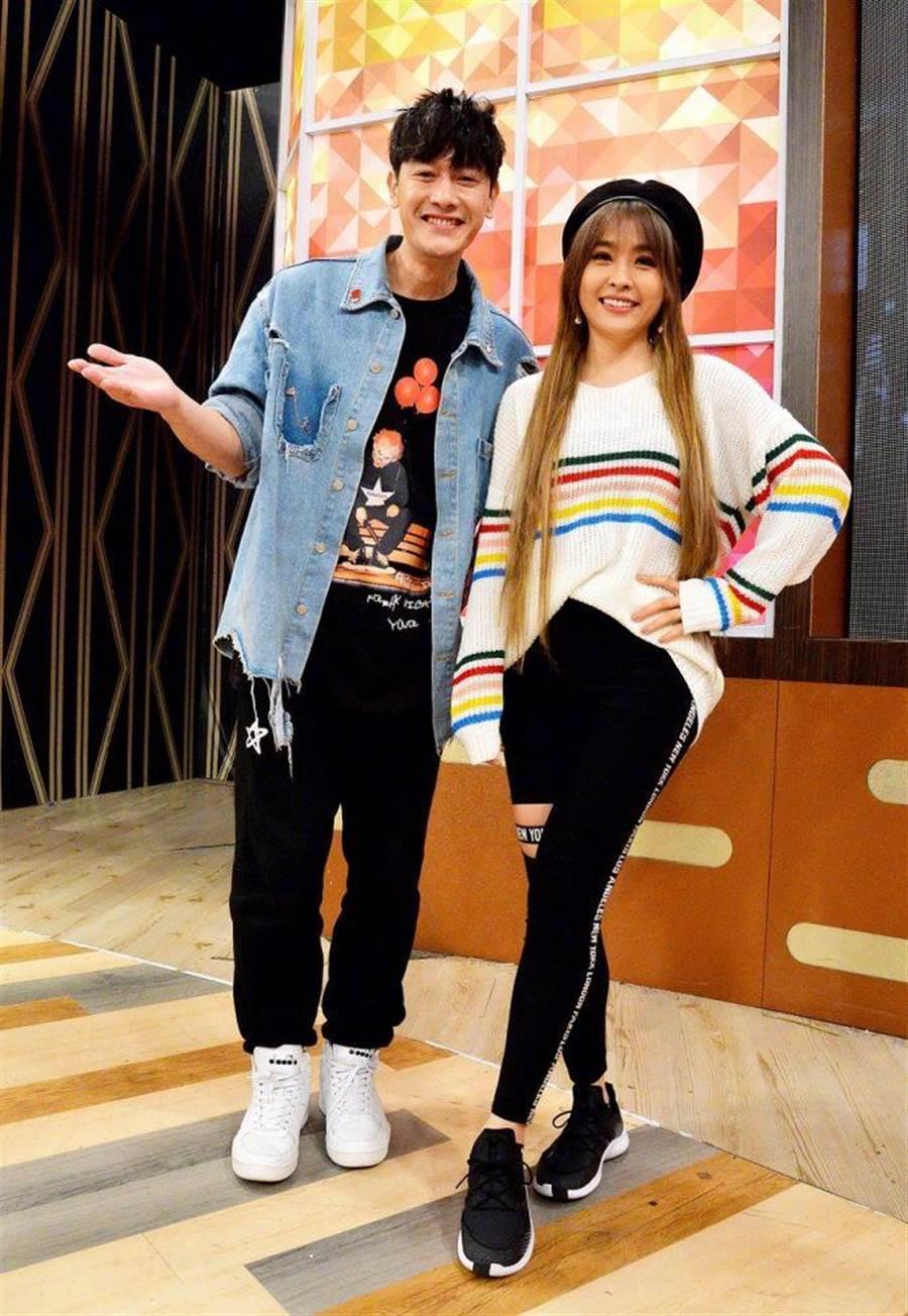 小嫻(右)跟張勛傑擁有好交情。(衛視中文台提供)