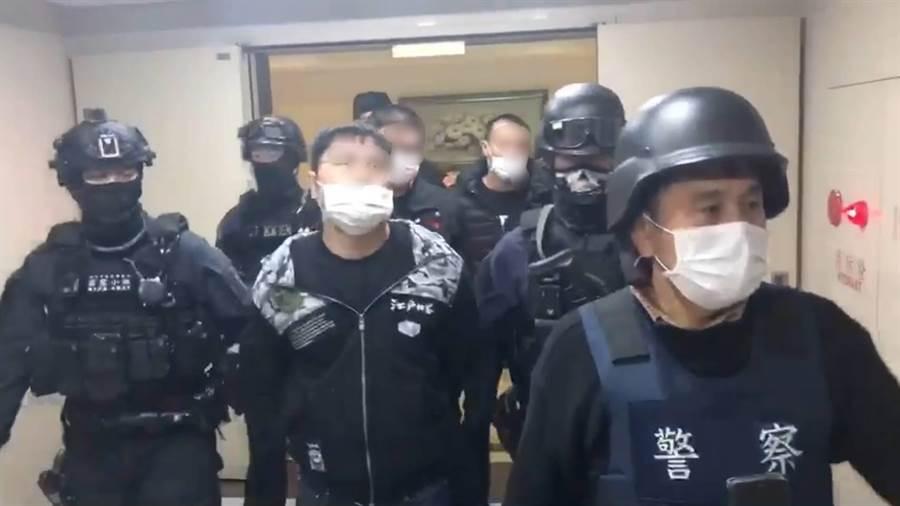 警方逮捕陳嫌等4人。(翻攝照片/吳亮賢新北傳真)