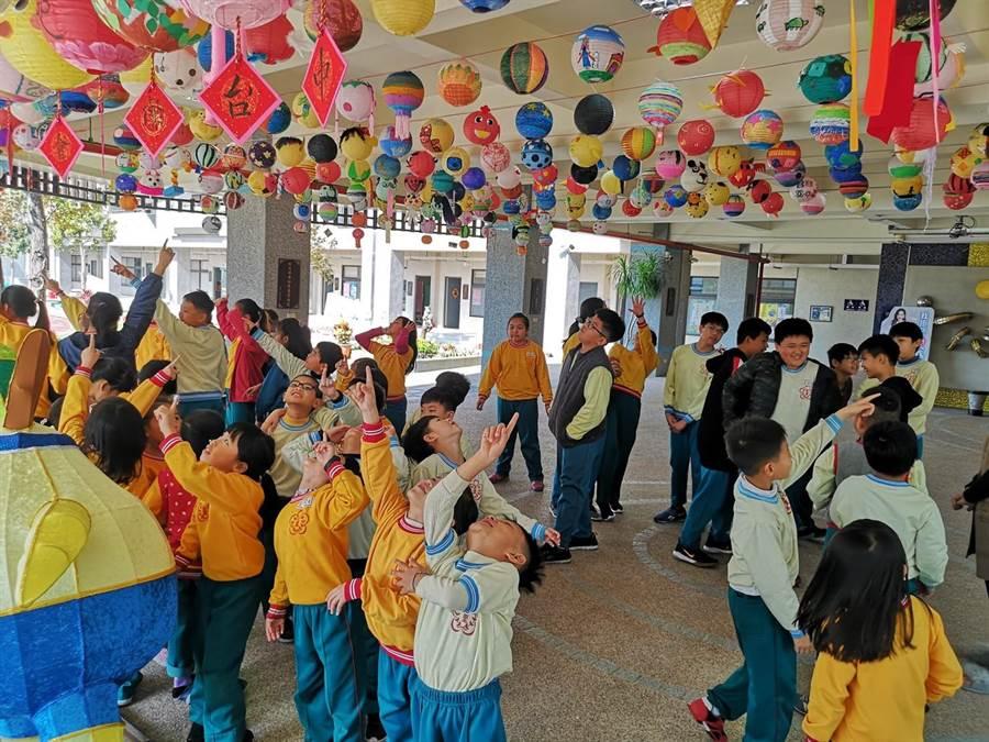 迎接2020台灣燈會,台中市逾百所學校彩繪5000盞小燈籠。(台中市政府教育局提供/陳世宗台中傳真)