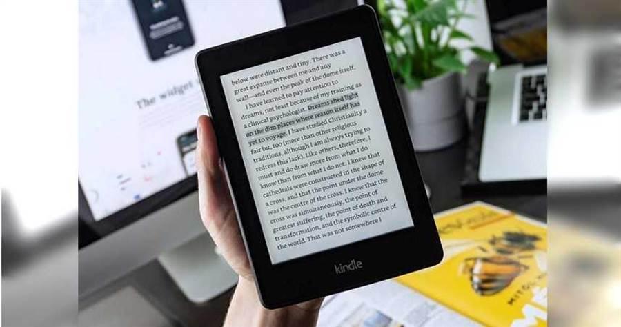電子書因為方便好攜帶,逐漸成為消費者新寵。(圖/unsplash)