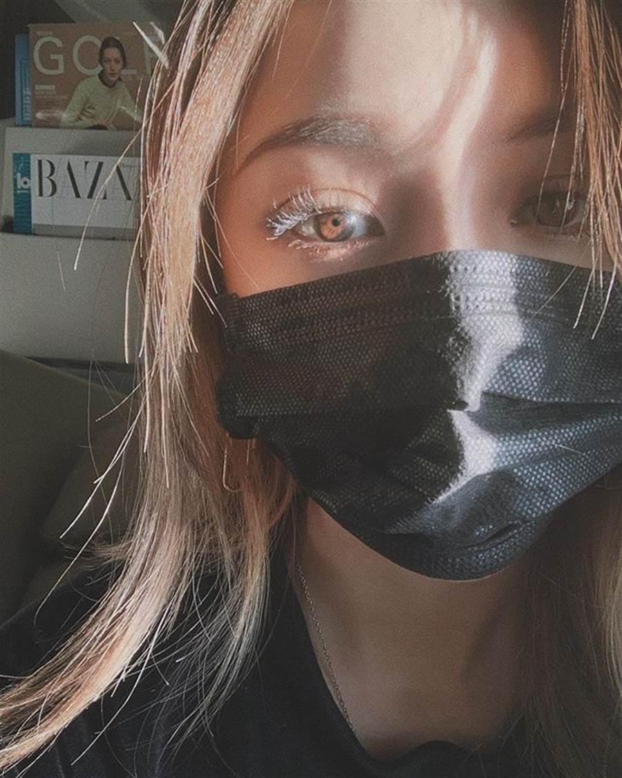 如果膚況不致於太差,其實戴口罩時可以省略底妝。(圖/IG@ponysmakeup)