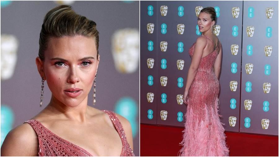 《黑寡婦》史嘉蕾·喬韓森(Scarlett Johansson)胸前簍空!辣秀「乳緣刺青」網暴動(圖/達志影像)