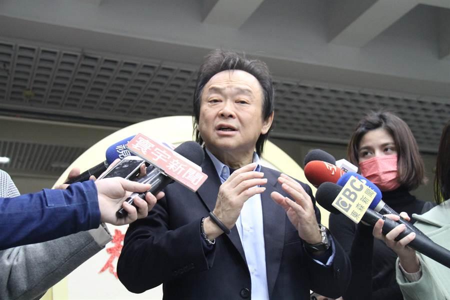 台北市議員王世堅今出面痛批台北市長柯文哲「生雞卵無,放雞屎一堆。」(譚宇哲攝)