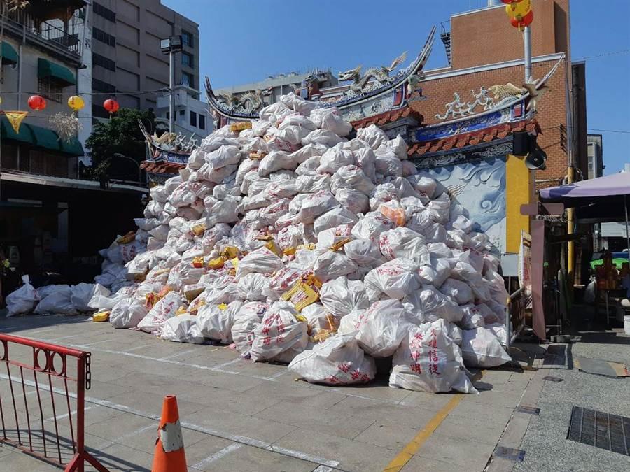 台南市推動紙錢集中燒,獲得不少寺廟響應。(台南市政府環保局提供/洪榮志台南傳真)