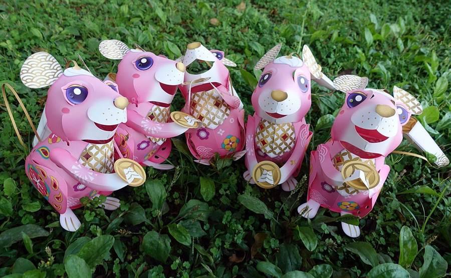 「鼠來寶」紙雕小提燈,色彩繽紛、金色點綴的「金錢鼠」,可愛討喜。(廖素慧攝)