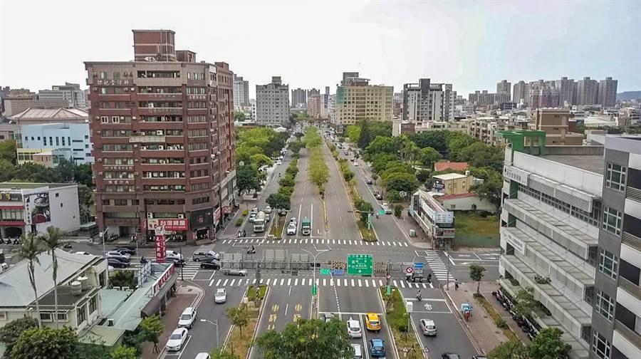 新竹市步行城市亮點計畫,東大路將打造長1.5公里自行車道與人行步道,創造舒適宜人的都市空間。(羅浚濱攝)