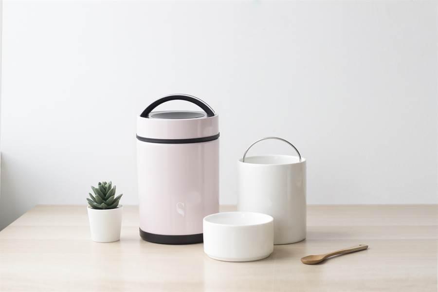 新加坡品牌SWANZ天鵝瓷今年將推出新產品「陶瓷食物悶燒罐」,容量達1100ml,適合獨身、或小家庭使用。(SWANZ提供)