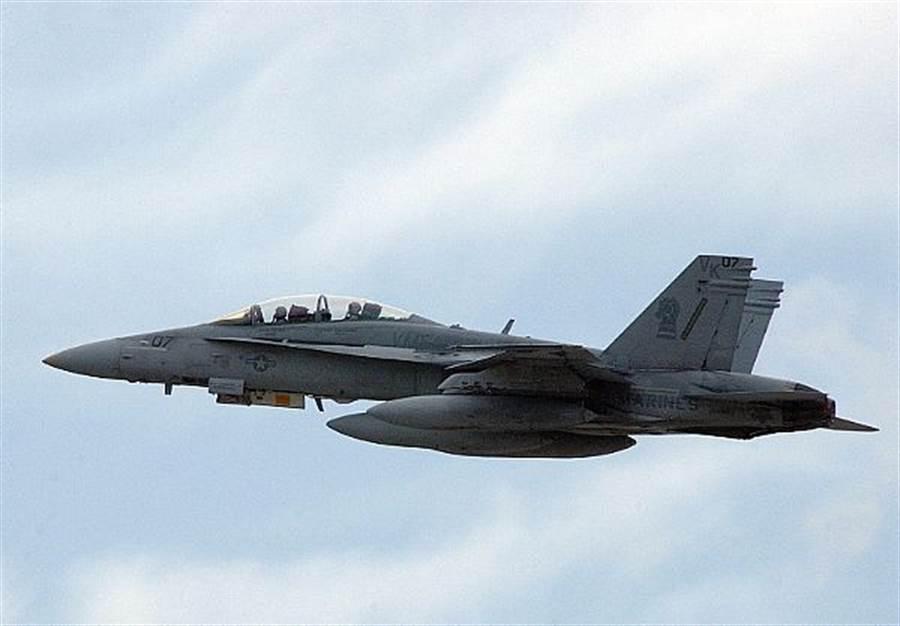一架美國海軍陸戰隊F/A-18D戰機的資料照。(美國海軍)