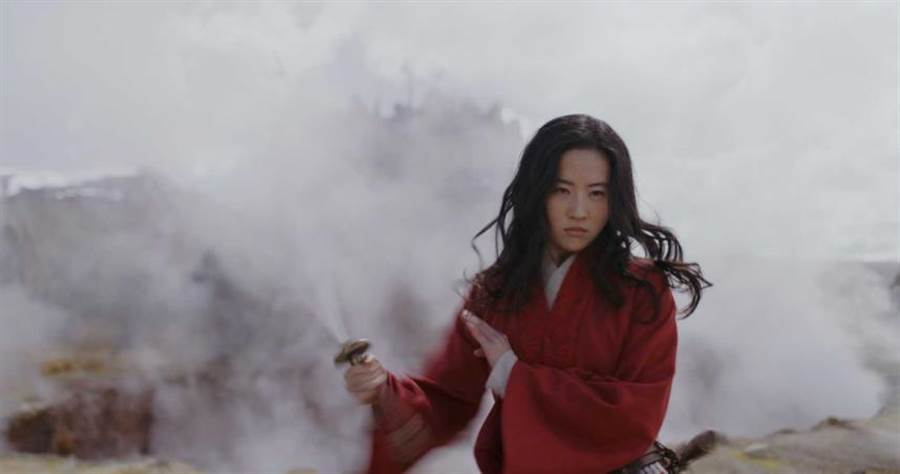 劉亦菲在《花木蘭》中,有精彩的動作戲。(圖/迪士尼提供,下同)