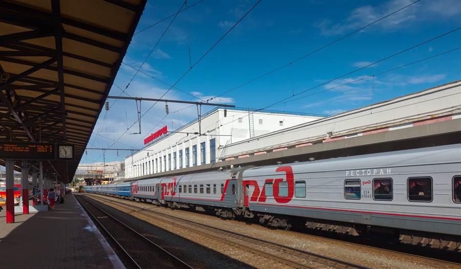 為避免新型冠狀病毒疫情擴大,俄羅斯國鐵公司宣布,今起停止陸俄間所有鐵路客運服務。(圖摘自shutterstock)
