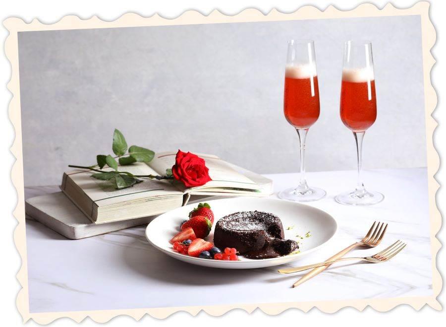 50樓Cafe-情人節熔岩巧克力蛋糕及西班牙粉紅氣泡酒。(圖取Mega 50官網)