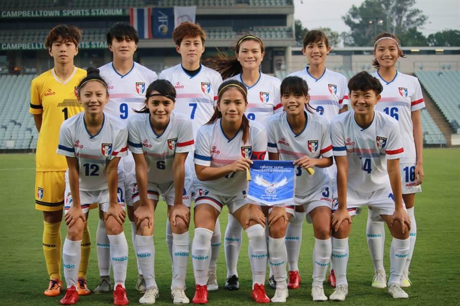 中華女足對泰先發11人賽前合影。(中華足協提供)