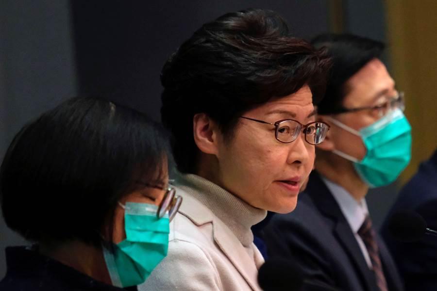 香港行政長官林鄭月娥今天宣布再關閉4個連接中國大陸的關卡,以防止武漢新型冠狀病毒蔓延。(圖/路透)