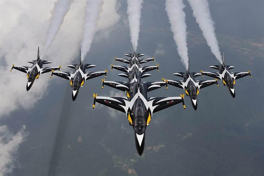 因為冠狀病毒,韓國黑鷹飛行隊退出新加坡航展。(圖/韓國空軍)