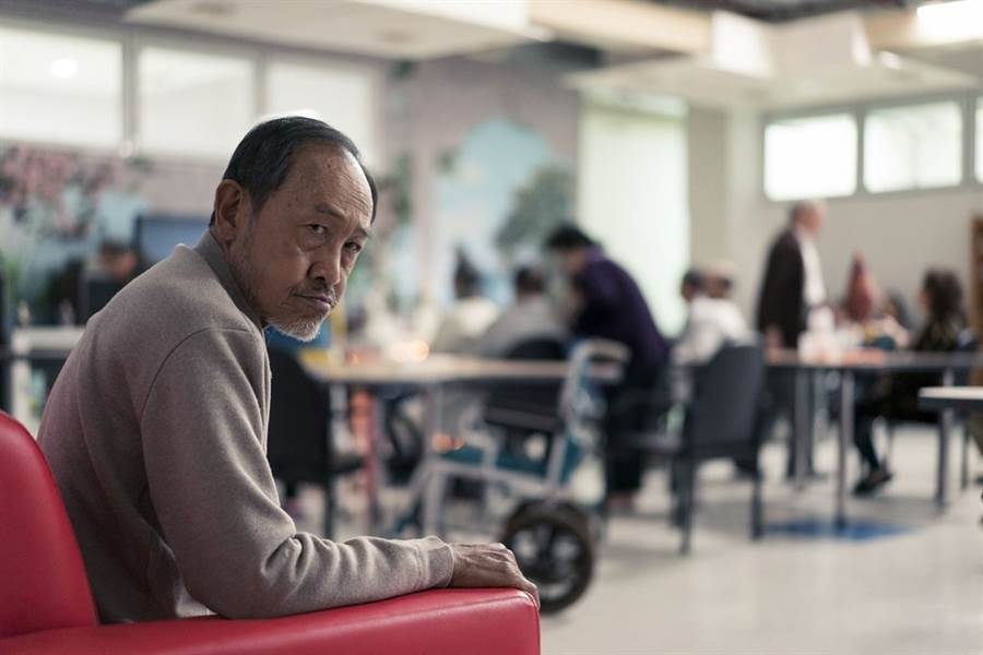 2019年《老大人》小戽斗在片中詮釋不苟言笑的嚴肅父親,拿下北影影帝。(威視提供)