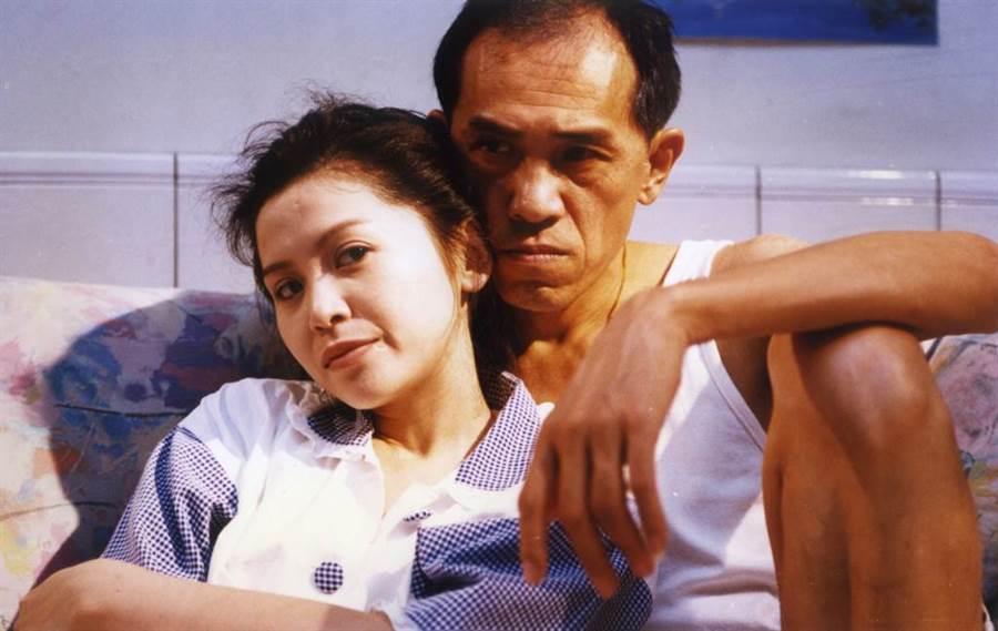 1995年電影《流浪舞台》朱慧珍(左)、小戽斗。(本報系資料照)