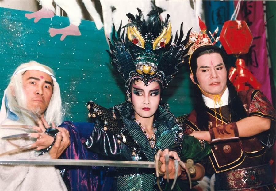 1992年《三目二郎神》小戽斗(左)、藍文青(右)。(羅繼志攝)