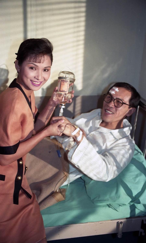 1991年中視連續劇《姊妹花》。(左起)演員楊貴媚、小戽斗。(羅繼志攝)