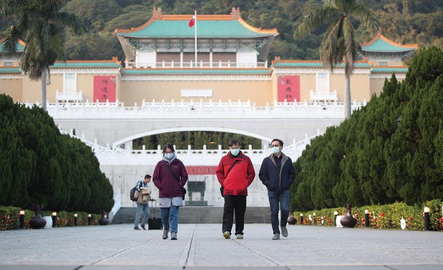 受到2019新型冠狀病毒疫情持續升高影響,來台灣觀光的國際旅客持續下滑,觀光產業面臨嚴重的考驗,各觀光景點也盛況不再。圖為故宮博物院。(鄭任南攝)