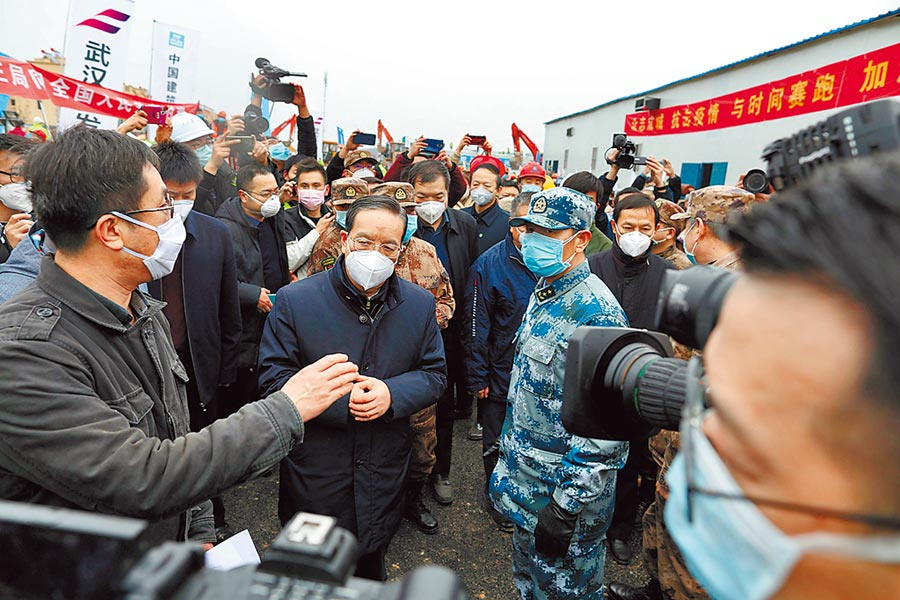 中國人民銀行決定出手救市,從3日起預計將進行公開市場操作,釋放1.2兆(人民幣,下同,約5兆台幣)維穩金融秩序,以因應武漢疫情的衝擊。(路透)