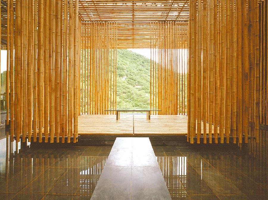 長城腳下的公社隈研吾在北京打造的「長城腳下的公社」,以竹子為主,呈現中國元素。(隈研吾事務所提供/李侑珊台北傳真)