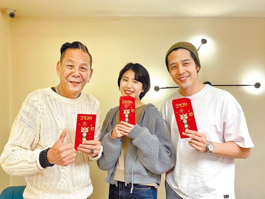 龍劭華(左起)帶著女兒陳璇,和胡宇威一起出席公司新春開工儀式。(寶麗來提供)