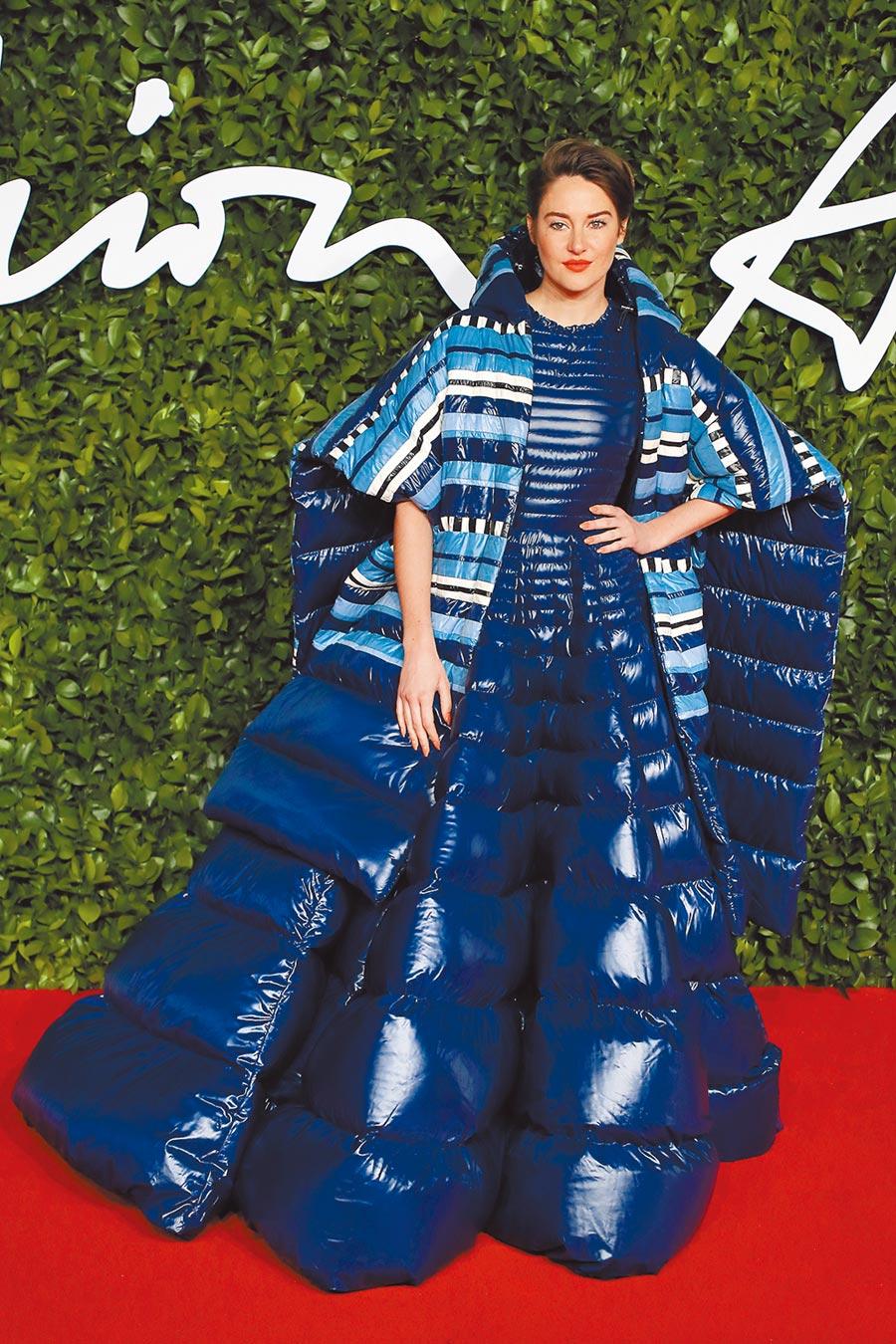 雪琳伍德利挑戰非典型的Moncler禮服,羽絨製成的蓬裙非常罕見、深具特色。(CFP)