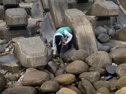 大園海岸出現不明油塊 漁民憂汙染海洋