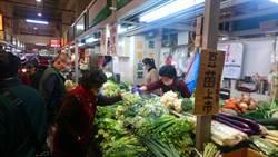 台中人的大廚房建國市場 買菜賣菜全要戴口罩