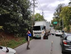 林口死亡車禍 騎士擦撞滑至對向 遭大卡車當場輾斃