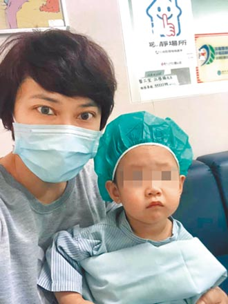 章家瑄陪1歲女動手術 哭得比女兒慘