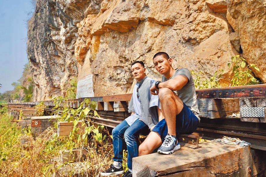 田定豐(左)日前與好友黃益中一起出國旅行。(Hybrid混種時代提供)