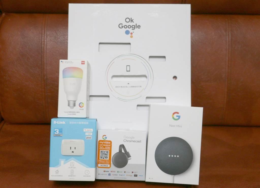 Google Nest Mini與D-Link迷你Wi-Fi智慧插座、Google Chromecast(第三代)與Yeelight彩光燈泡。(黃慧雯攝)