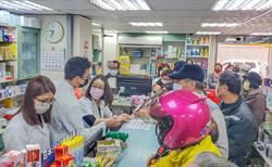 新竹市藥局大排長龍買口罩 過卡系統當機