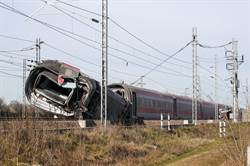 高鐵列車義大利北部脫軌  2死27傷