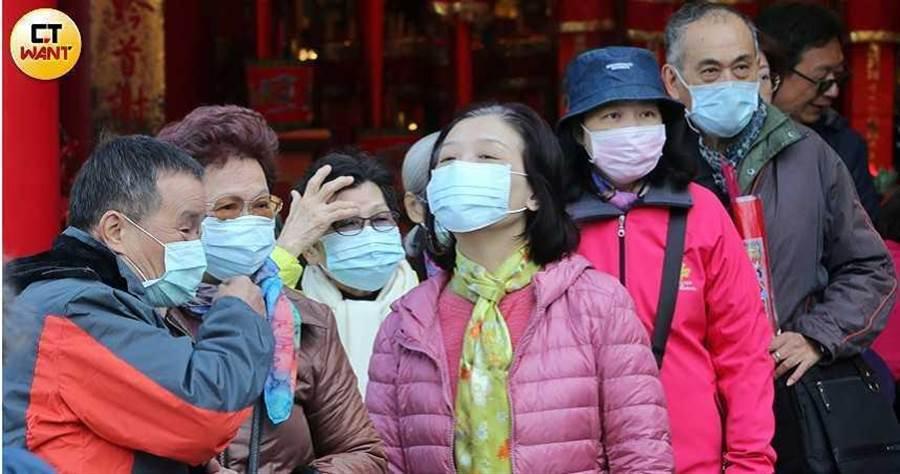 口罩改為實名制購買,不過仍然有供不應求的現象。(圖/鄭清元攝)