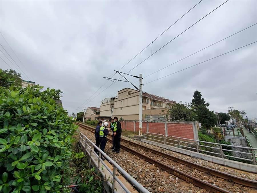 台鐵花蓮吉安發生一起意外,一名路人今下午試圖穿越鐵道遭到台鐵台北往台東426次太魯閣號撞死。(花蓮縣議員笛布斯顗賚提供)