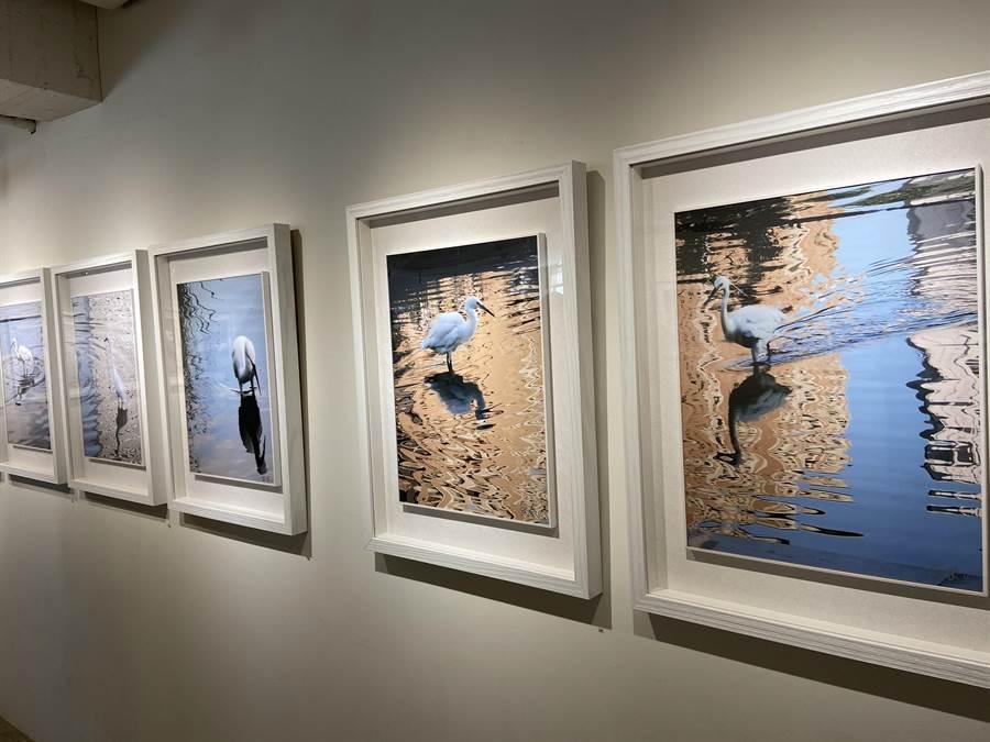 「移動中的風景」2020吳春山攝影義賣個展,2/8-2/29在臻品藝術中心展出,義賣所得捐贈台灣身心障礙藝術發展協會。(盧金足攝)