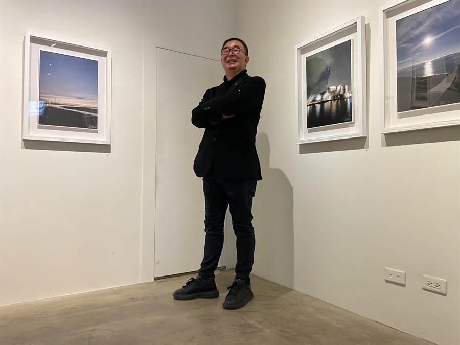 麗明營造董事長吳春山希望由影像引領觀者跟隨著作品中的視角仰望、俯首,重拾生命中片刻的美好記憶。(盧金足攝)