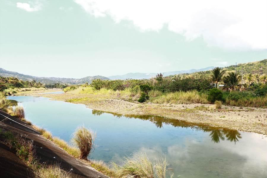 恆春半島素有陸蟹寶地之稱,當中生態多樣性長年被低估的港口溪最令人驚豔,學者連2年發現6個新種,但近期傳出滿州鄉公所計畫在港口段建護岸應急工程,引發不少擔憂。(謝佳潾攝)