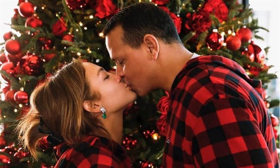 (珍妮佛.羅培茲與未婚夫A-Rod感情甜蜜。圖片來源:取自@jlo IG )