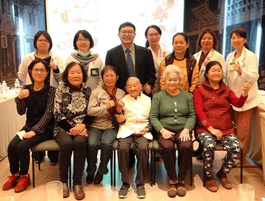 奇美醫學中心中醫部自2012年開始在台南的大內區曲溪里、大內區石城里及安定區安定里推動「中醫偏鄉醫療計畫」。(曹婷婷攝)